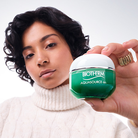 Step 2: Moisturize with Aquasource Gel or Blue Therapy Red Algae Uplift Cream